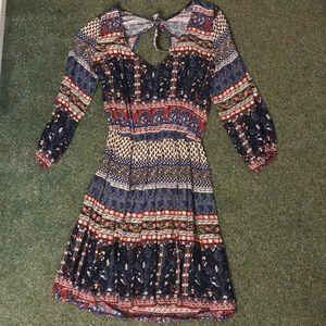 Hollister Dresses - Hollister patterned dress w/sleeves